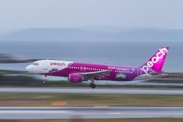 岡崎美合さんが、那覇空港で撮影したピーチ A320-214の航空フォト(写真)