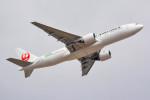 車掌さんが、成田国際空港で撮影した日本航空 777-246/ERの航空フォト(写真)