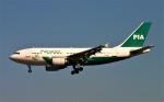 にしやんさんが、成田国際空港で撮影したパキスタン国際航空 A310-308の航空フォト(写真)