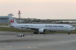 SFJ_capさんが、那覇空港で撮影した日本航空 777-346の航空フォト(写真)