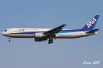 RINA-200さんが、小松空港で撮影した全日空 767-381の航空フォト(写真)