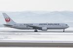 岡崎美合さんが、旭川空港で撮影した日本航空 767-346の航空フォト(写真)
