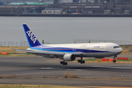 こだしさんが、羽田空港で撮影した全日空 767-381の航空フォト(写真)