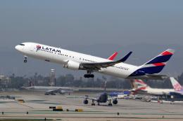 LAX Spotterさんが、ロサンゼルス国際空港で撮影したラタム・エアラインズ・チリ 767-316/ERの航空フォト(写真)