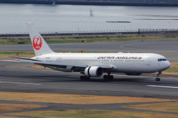 こだしさんが、羽田空港で撮影した日本航空 767-346の航空フォト(写真)