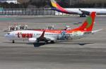 VICTER8929さんが、成田国際空港で撮影したティーウェイ航空 737-8HXの航空フォト(写真)