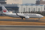 まんぼ しりうすさんが、伊丹空港で撮影した日本航空 737-846の航空フォト(写真)