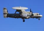 VICTER8929さんが、厚木飛行場で撮影したアメリカ海軍 E-2 Hawkeyeの航空フォト(写真)