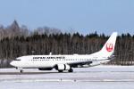 にしやんさんが、帯広空港で撮影した日本航空 737-846の航空フォト(写真)