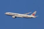 青春の1ページさんが、伊丹空港で撮影した日本航空 777-246の航空フォト(写真)