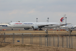 Koenig117さんが、成田国際空港で撮影した中国東方航空 777-39P/ERの航空フォト(写真)