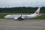 tombowさんが、秋田空港で撮影した日本航空 737-846の航空フォト(写真)