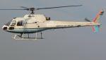 航空見聞録さんが、舞洲ヘリポートで撮影した茂勝産業 AS350B Ecureuilの航空フォト(写真)