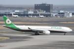B747‐400さんが、羽田空港で撮影したエバー航空 A330-302の航空フォト(写真)
