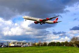 まいけるさんが、ロンドン・ヒースロー空港で撮影したヴァージン・アトランティック航空 A340-642Xの航空フォト(写真)