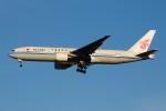 ぼんやりしまちゃんさんが、北京首都国際空港で撮影した中国国際航空 777-2J6の航空フォト(写真)