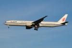 ぼんやりしまちゃんさんが、北京首都国際空港で撮影した中国国際航空 777-39L/ERの航空フォト(写真)