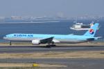てくさんが、羽田空港で撮影した大韓航空 777-3B5の航空フォト(写真)