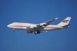 KAZKAZさんが、ドバイ国際空港で撮影したドバイ・ロイヤル・エア・ウィング 747-422の航空フォト(写真)