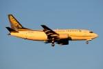 ぼんやりしまちゃんさんが、北京首都国際空港で撮影した中国郵政航空 737-3Y0(F)の航空フォト(写真)