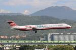 空軍一號さんが、台北松山空港で撮影した遠東航空 MD-82 (DC-9-82)の航空フォト(写真)