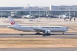 岡崎美合さんが、羽田空港で撮影した日本航空 777-246の航空フォト(写真)