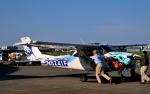 チャーリーマイクさんが、厚木飛行場で撮影したアメリカ空軍 172F Skyhawkの航空フォト(写真)