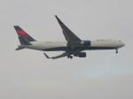 commet7575さんが、福岡空港で撮影したデルタ航空 767-332/ERの航空フォト(写真)