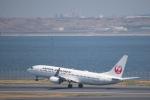 J-birdさんが、羽田空港で撮影した日本航空 737-846の航空フォト(写真)