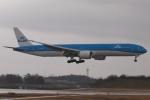 木人さんが、成田国際空港で撮影したKLMオランダ航空 777-306/ERの航空フォト(写真)