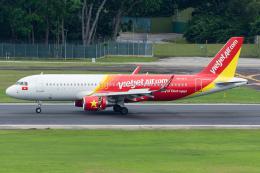 Tomo-Papaさんが、シンガポール・チャンギ国際空港で撮影したベトジェットエア A320-214の航空フォト(写真)