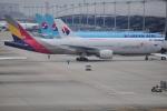 うすさんが、関西国際空港で撮影したアシアナ航空 777-28E/ERの航空フォト(写真)