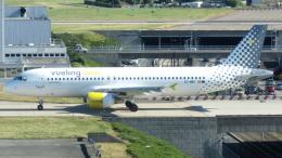 誘喜さんが、パリ オルリー空港で撮影したブエリング航空 A320-214の航空フォト(写真)