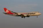 ゴンタさんが、ダラス・フォートワース国際空港で撮影したカーゴルクス 747-4R7F/SCDの航空フォト(写真)