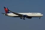 よしポンさんが、成田国際空港で撮影したデルタ航空 767-332/ERの航空フォト(写真)