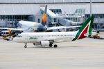 まいけるさんが、ミュンヘン・フランツヨーゼフシュトラウス空港で撮影したアリタリア航空 A319-112の航空フォト(写真)