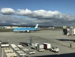 フジモンさんが、バンクーバー国際空港で撮影したKLMオランダ航空 A330-303の航空フォト(写真)
