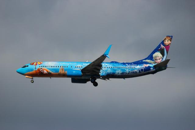 ウェストジェット Boeing 737-800 C-GWSV トロント・ピアソン国際空港  航空フォト | by KAZ_YYZさん
