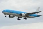 小弦さんが、バンクーバー国際空港で撮影したKLMオランダ航空 777-206/ERの航空フォト(写真)
