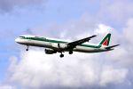 まいけるさんが、ロンドン・ヒースロー空港で撮影したアリタリア航空 A321-112の航空フォト(写真)