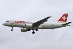 masa707さんが、ロンドン・ヒースロー空港で撮影したスイス航空 A320-214の航空フォト(写真)