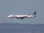 職業旅人さんが、サンフランシスコ国際空港で撮影したジェットブルー A321-231の航空フォト(写真)