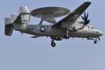 ばとさんが、厚木飛行場で撮影したアメリカ海軍 E-2C Hawkeyeの航空フォト(写真)
