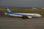 よしポンさんが、新千歳空港で撮影した全日空 777-281の航空フォト(写真)