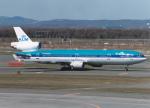 プルシアンブルーさんが、新千歳空港で撮影したKLMオランダ航空 MD-11の航空フォト(写真)
