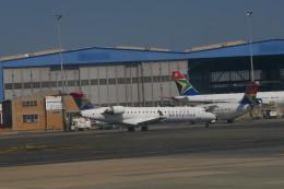職業旅人さんが、O・R・タンボ国際空港で撮影したサウス・アフリカン・エクスプレス CL-600-2C10 Regional Jet CRJ-701の航空フォト(写真)