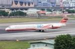 べガスさんが、台北松山空港で撮影した遠東航空 MD-82 (DC-9-82)の航空フォト(写真)