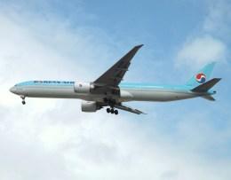 倉島さんが、新潟空港で撮影した大韓航空 777-3B5/ERの航空フォト(写真)