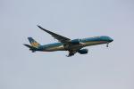 FLY CHECKさんが、羽田空港で撮影したベトナム航空 A350-941XWBの航空フォト(写真)