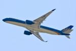 車掌さんが、関西国際空港で撮影したベトナム航空 A350-941XWBの航空フォト(写真)